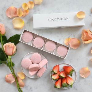 Strawberry mochi ice cream - set of 4 pieces - no artificial sweetener or colouring