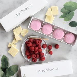 Raspberry with white chocolate mochi chips ice cream - set of 4 pieces, no artificial sweetener or colouring