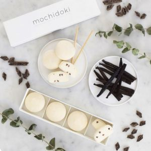Vanilla with dark chocolate chips mochi ice cream - set of 4 pieces - no artificial sweetener or colouring
