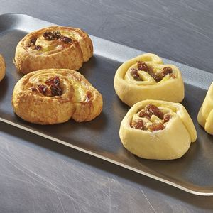 "Pre-baked mini pains aux raisins ""all-butter"" Lenotre - 12 x 30g (frozen) / follow our cooking tip"