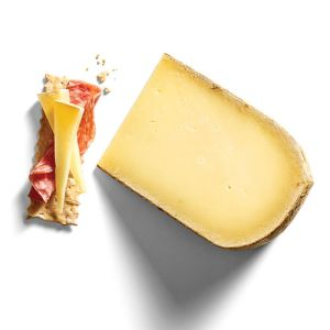AOP Beaufort tradition cheese - 200g - (cow milk) - buttery with long fruity and intense notes