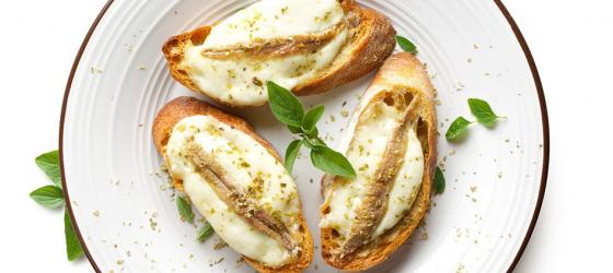 Anchovies on mozzarella toasts