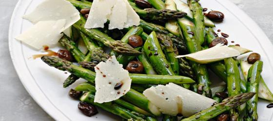 Roasted green asparagus with black olives and parmigiano recipe