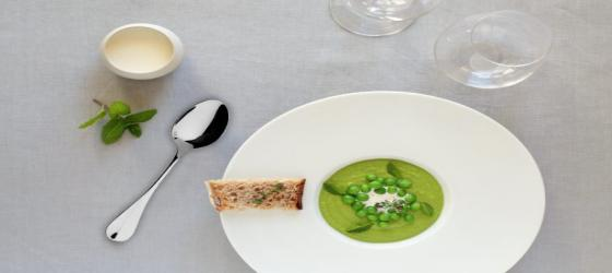 SPRING Seasonal fresh green peas veloute with mint