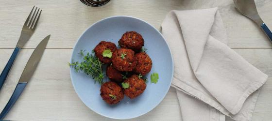SPRING MENU lamb balls with herbs and yogurt sauce