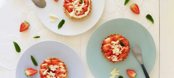 SPRING MENU express strawberry mini tarts