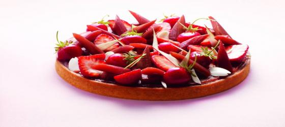 Rhubarb, gariguette strawberry and almond tart